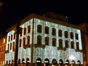 Department store wrapped in lights on Piazza della Repubblica