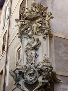The huge, elaborate madonnella that I found today near Campo de' Fiori