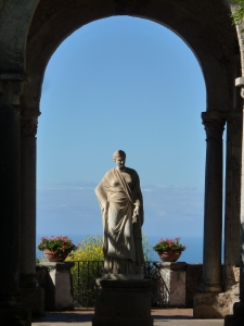 Villa Cimbrone - statue of Ceres at the entrance to the belvedere
