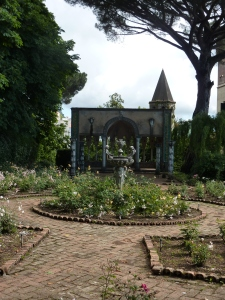 Villa Cimbrone - tearoom garden with tearoom pavilion in the rear