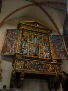 Duomo - beautiful and unusual organ with painted doors (Brusasorzi)