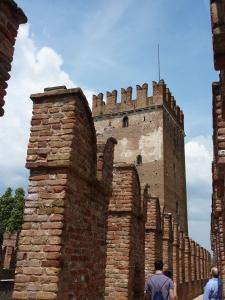 Castelvecchio - walking on the ramparts