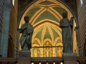 San Zeno - Iconostatis - a wall of marble statues of Christ and the apostles that separate the nave from the sanctuary
