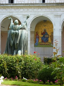 Entrance cloister with a statue of a dying St. Benedict and a mosaic of Christ between Mary and St. Martin