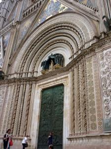The middle bronze door