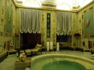 One of the bathrooms (the Venus Boudoir) - I want this one!