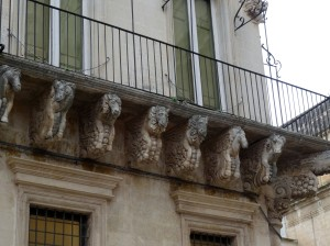 Baroque balcony supports