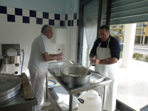 Making mozzarella in Gioia del Colle (photo by K. McKenna)